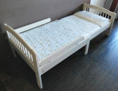 Bed for teen wood